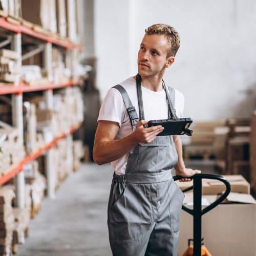 Работник склада